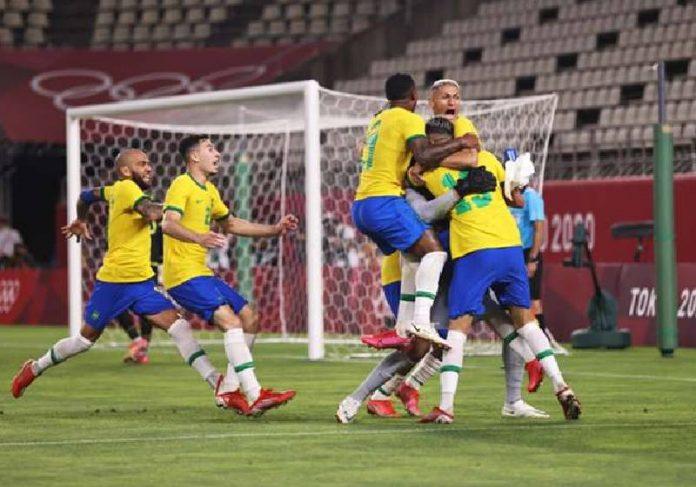 Jogadores da Seleção Brasileira comemoram o gol que deu o bicampeonato olímpico - Foto: Getty Images