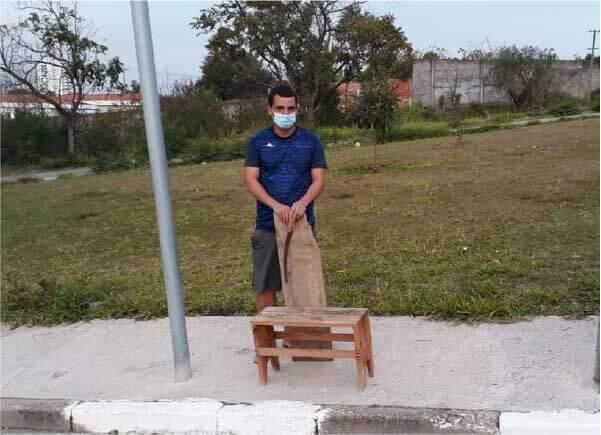 Luiz fez o banco para a mãe - Foto: arquivo pessoal