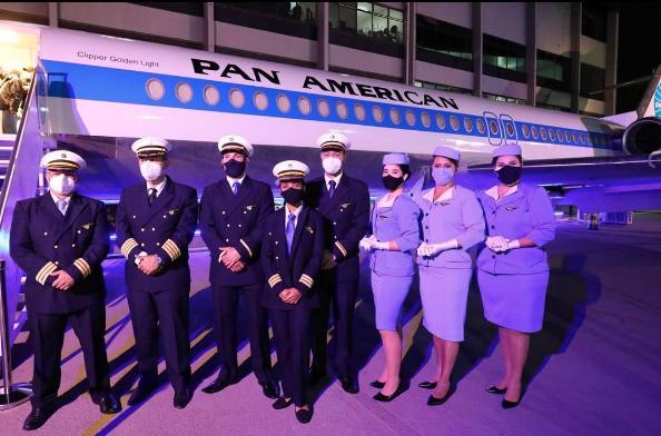 """A """"tripulação"""" do avião restaurante Pan Am Brasil - Foto: reprodução / Instagram"""