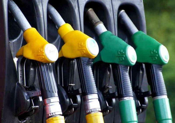 Calculadora gratuita de app mostra qual combustível é mais vantajoso - Só  Notícia Boa