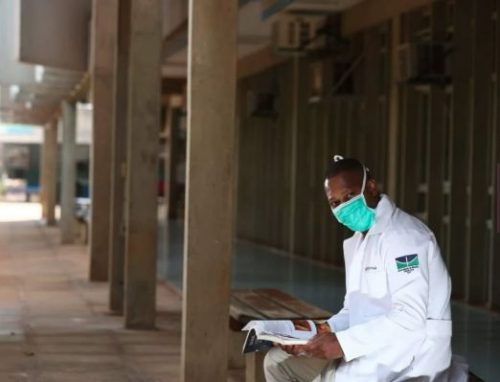 Gilberto Arrida em um corredor da UnB - Foto: Rafaela Felicciano / Metrópoles