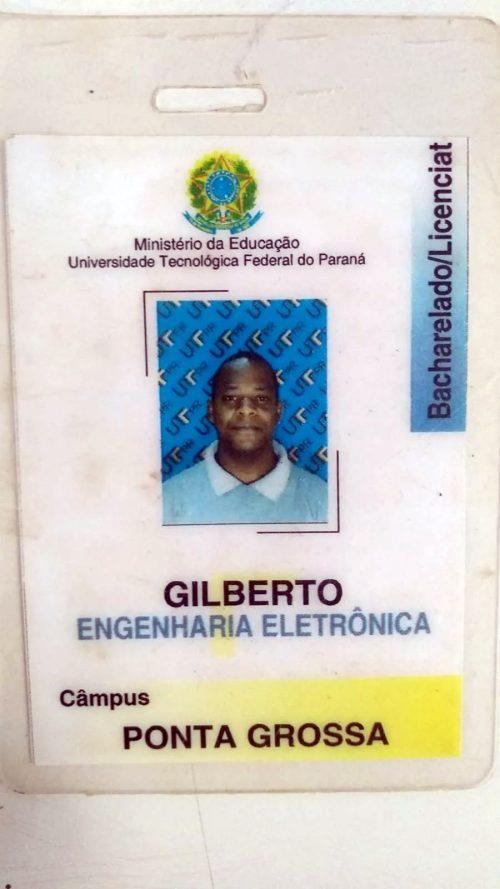 Crachá antigo do Gilberto antes da Medicina - Foto: Rafaela Felicciano / Metrópoles