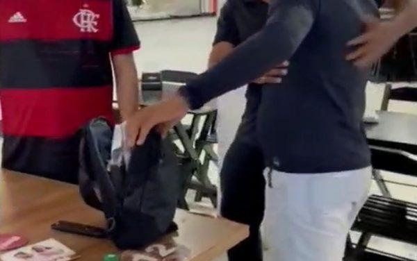 A mochila encontrada pelo garçom na churrascaria - Foto: reprodução / TV Sergipe
