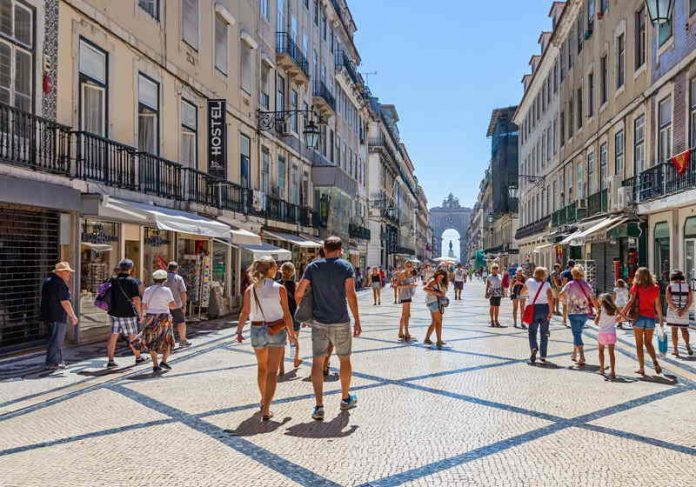 Centro comercial de Lisboa, capital. Portugal tem recorde de vagas de emprego Foto: Divulgação