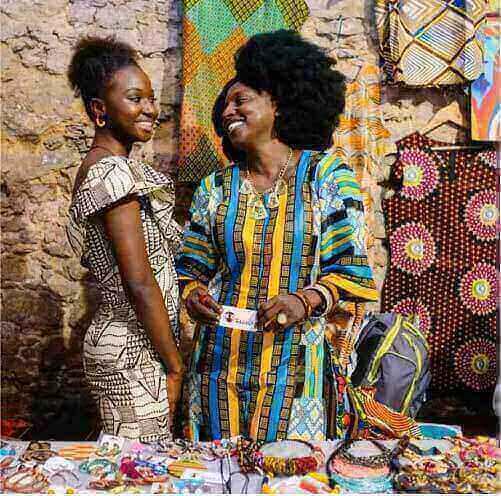 Maimuna Jawo e Mariama Bah em uma feira de expositores no Rio de Janeiro — Foto: Arquivo pessoal