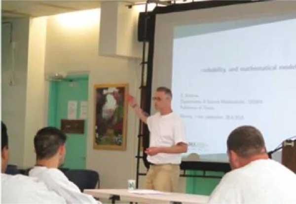 Christopher dá aulas para outros detentos - Foto: reprodução