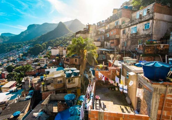 Programa social doará R$ 9 milhões para a Rocinha, que serão investidos em ciência e tecnologia - Foto: Getty images