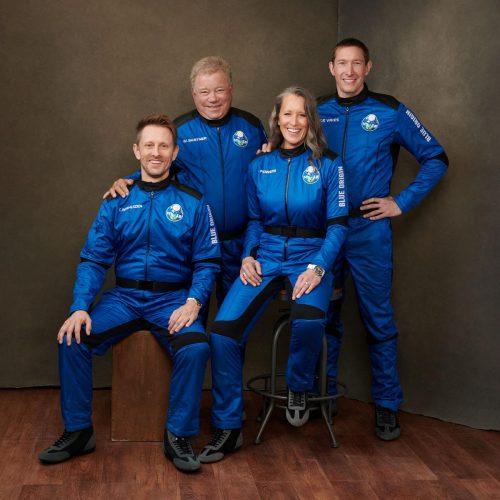 William Shatner, o capitão Kirk e os companheiros do voo espacial - Foto: divulgação