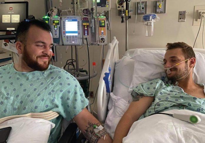 O casal se conheceu no Tinder e logo depois descobriu que eram doadores compatíveis para transplante de rim - Foto: arquivo pessoal