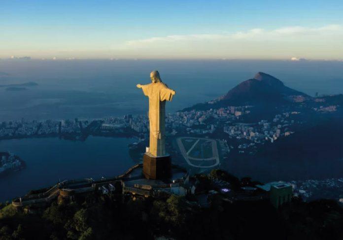 Estudo mostra que o Cristo Redentor, no Rio de Janeiro, gera mais de 21 mil de empregos por ano. - Foto: Carl de Souza/AFP