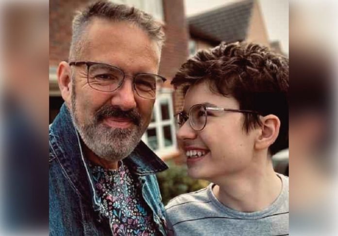 O pai publicou que era aniversário do filho autista e recebeu milhares de comentários - Foto: arquivo pessoal