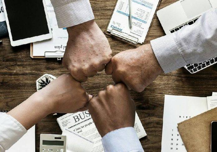Além do comércio, vários outros setores vão contratar pessoal nesses próximos três meses - Foto: mohamed Hassan / Pixabay