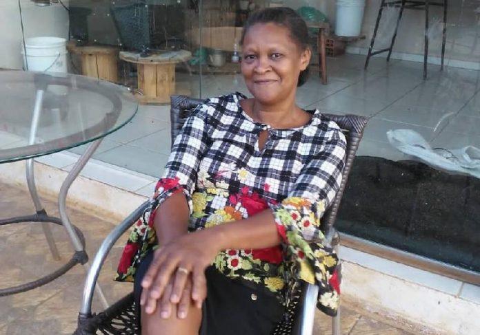 Pela honestidade, a faxineira Gessi Miranda recebeu uma recompensa do dono do envelope - Foto: reprodução / Dia a Dia