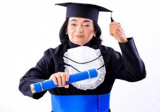 Dona Maria se formou em pedagogia e realizou o sonho de ser professora - Foto: arquivo pessoal