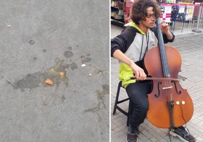 O músico humilhado com ovada tem 20 anos e toca para ajudar a alimentar o filho pequeno - Fotos: reprodução / redes sociais