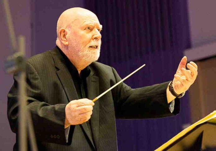 Paul Harvey, de 81 anos regeu a Orquestra Filarmônica da BBC e realizou seu maior sonho Foto: SWNS