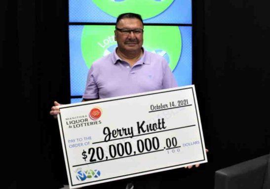 Jerry havia esquecido na carteira. Ao encontrar, descobriu que era um bilhete premiado - Foto: Western Canada Lottery Corporation