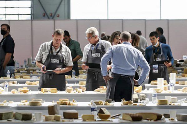 Competidores no evento francês de queijos: disputas entre 46 países – Foto: @MondialFromage/Facebook