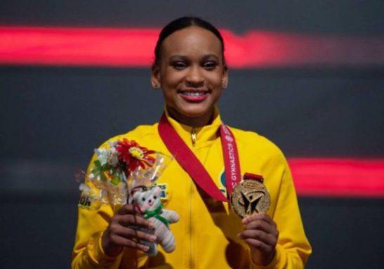 Rebeca Andrade, a 1ª ginasta a conquistar duas medalhas - ouro e prata -no Mundial - Foto: Philip FONG / AFP